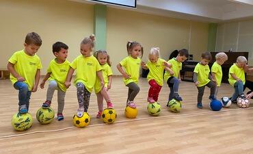 """Alytaus lopšelis- darželis """"Girinukas"""" """"Mažieji girinukai žaidžia futbolą""""."""