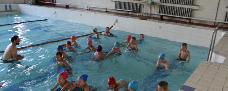 Pirmosios plaukimo pamokos